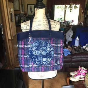 Like new authentic COACH shoulder tote purse